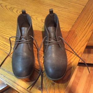 Gap Boys' tobacco brown dress bootie size 5